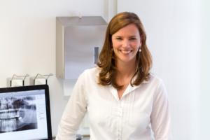 Kinder-Zahnkunde: Interview mit der Zahnärztin Dr. Cordula Albers